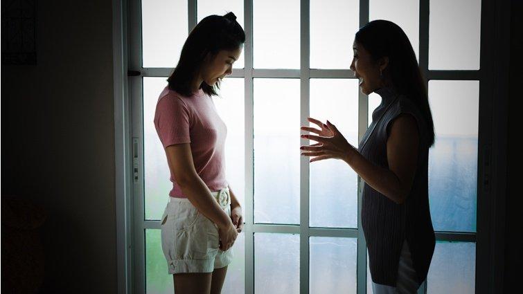 王浩威:父母的自戀扭曲了孩子