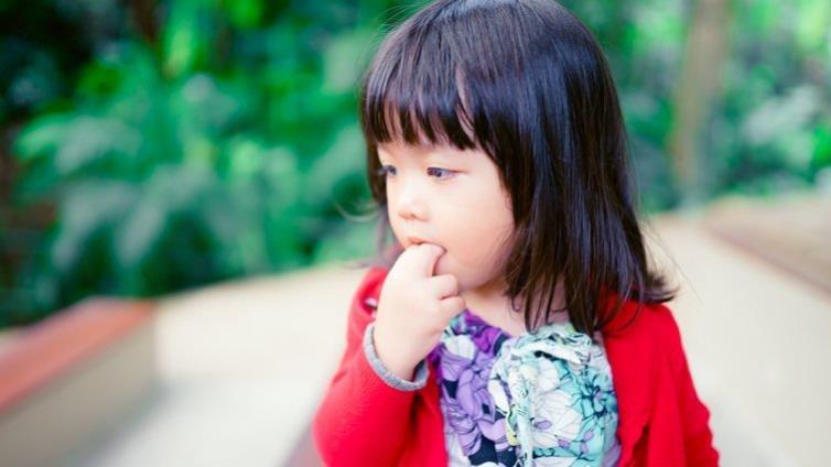 吸拇指、咬指甲......如何幫孩子戒除壞習慣