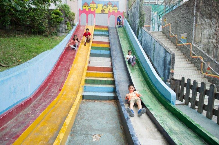 溜滑梯可以幫助孩子哪方面的發展?