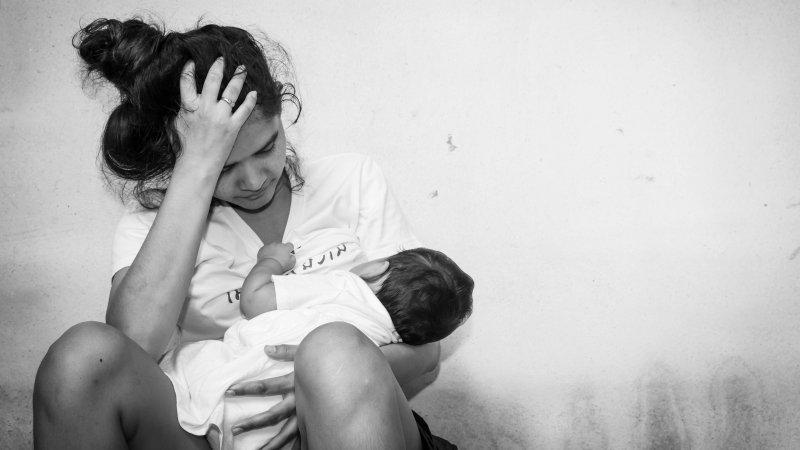 獨處根本是「夢想」,我是邊上廁所還要邊安撫孩子的媽媽