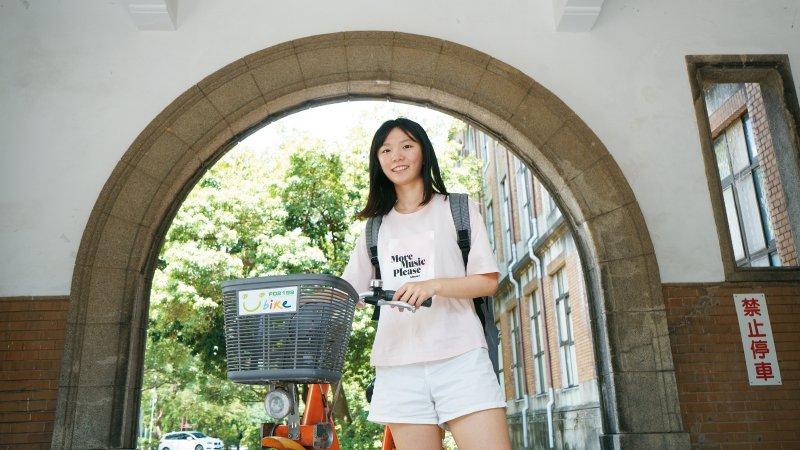 學生故事|溫嬿蓉:把會考5B挫折當養分 社區高中生憑超強國際力特殊選才進台大