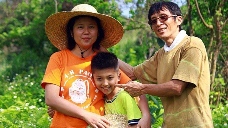 南澳阿聰自然田 八歲小農夫 育苗秧採甘蔗一把罩