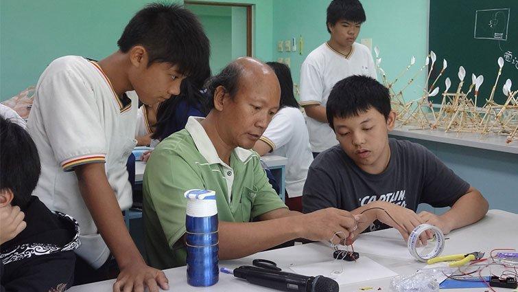 台東縣均一中小學國中部:翻轉教學,培養帶得走的能力
