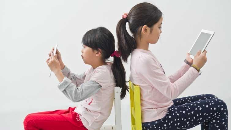 可以讓孩子接觸電視、手機嗎?