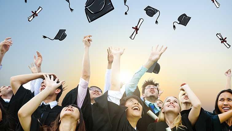 畢業典禮後,如何面對青少年子女離家的失落