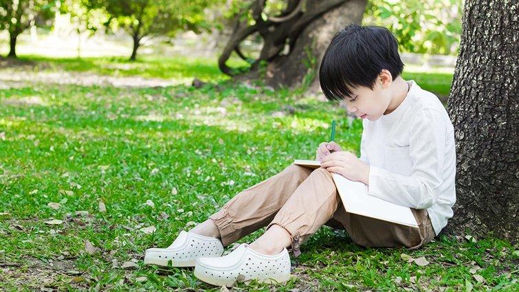 林怡辰:讓孩子主動央求閱讀的動物科普「達克比辦案」