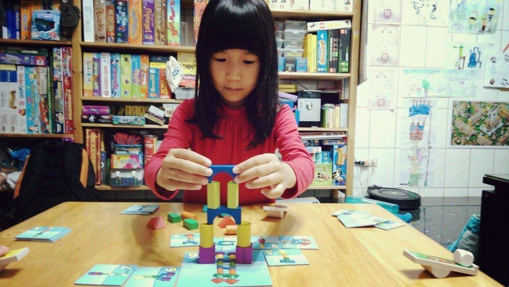 許奶爸:學齡前兒童年齡差距大,怎麼一起玩桌遊?