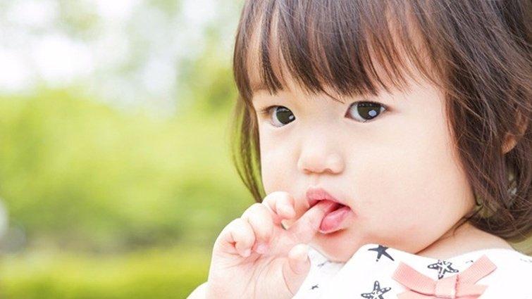 孩子常咬指甲、抓頭 竟因生活壓力太大?