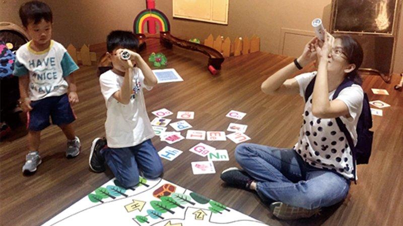 圖書館用遊戲包裝親子解謎活動 受歡迎程度爆表