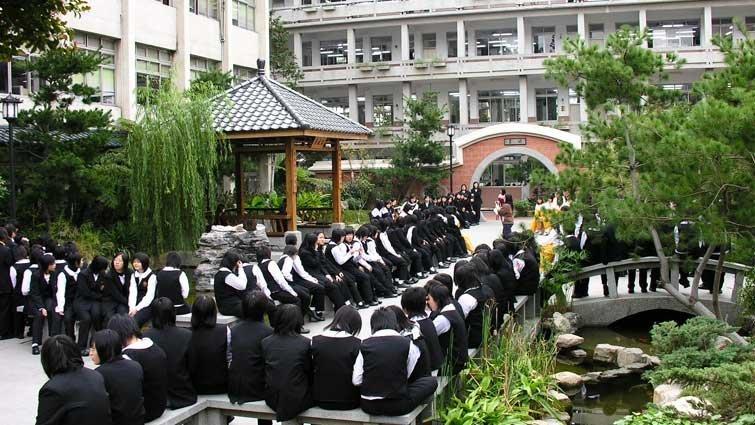 台中市明德中學國中部:閱讀課,錄有聲書上傳YouTube