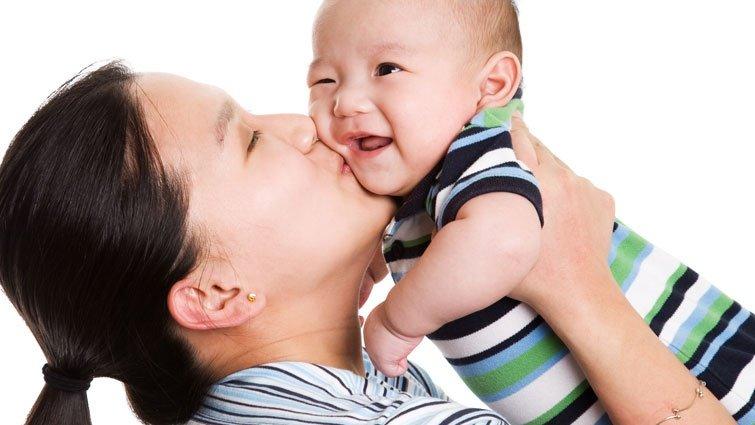 寶寶白天由長輩帶,晚上不給我抱怎麼辦?