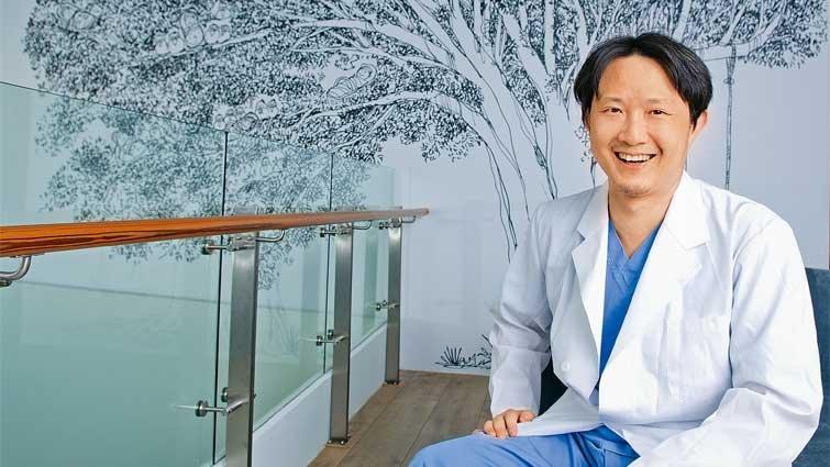 超級接生王楊濬光:一年迎接四百位寶寶