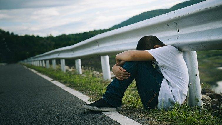 李偉文:再悲傷也會過去──增進孩子生命韌性的成長之書《別告訴愛麗絲》